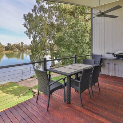 Rivergardens Holiday Park Elevated River View Cabins Deck