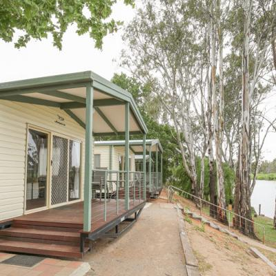 Rivergardens Holiday Park Accommodation Superior River cabins 900px Nov 18 0002