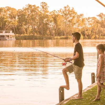 Rivergardens Holiday Park Kids fishing on Murray River small